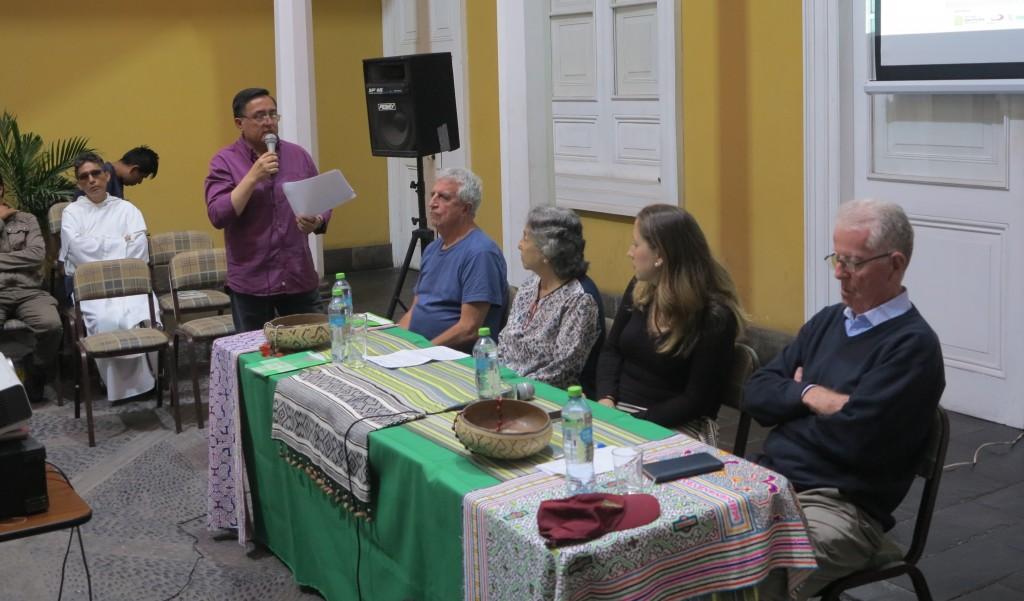 De izquierda a derecha, el Padre Luis Neira, a cargo de la conducción; misionero Roberto Ábalos, misionera Concepción López; comunicadora Beatriz García; y padre Peter Hugues. Foto: CCJPA