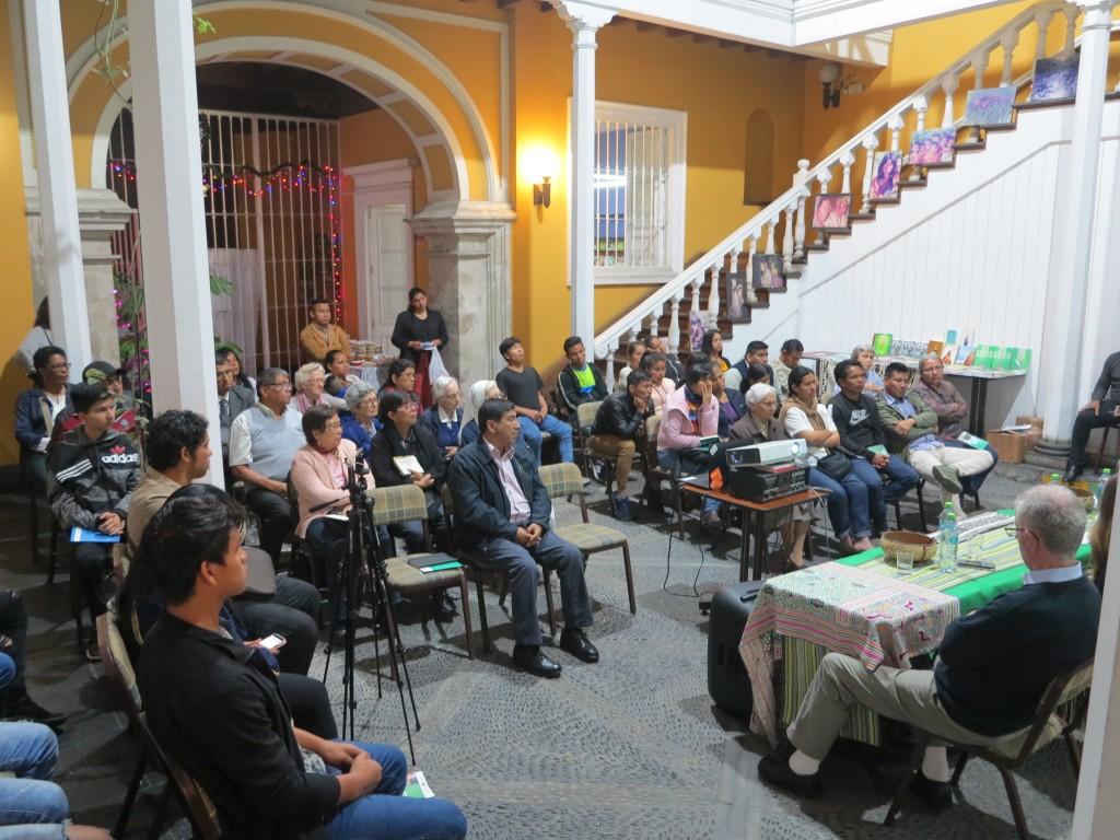 Entre los presentes, indígenas, religiosos/as y diferentes perfiles profesionales interesados por la iglesia, la Amazonía y sus pueblos. Foto: Cristina Martínez