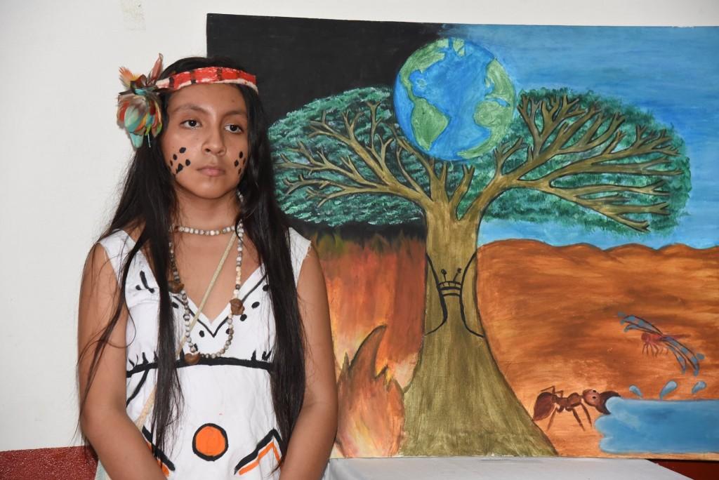Anelice Cáceres, a su corta edad, también ha aportado una obra en esta muestra. Foto: GOREMAD
