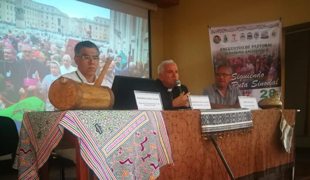El Nuncio Apostólico en el Perú, monseñor Nicola Girasoli, participó en el acto de inauguración del evento. En la imagen junto a monseñor Alfredo Vizcarra (izquierda) e Ismael Vega (derecha)