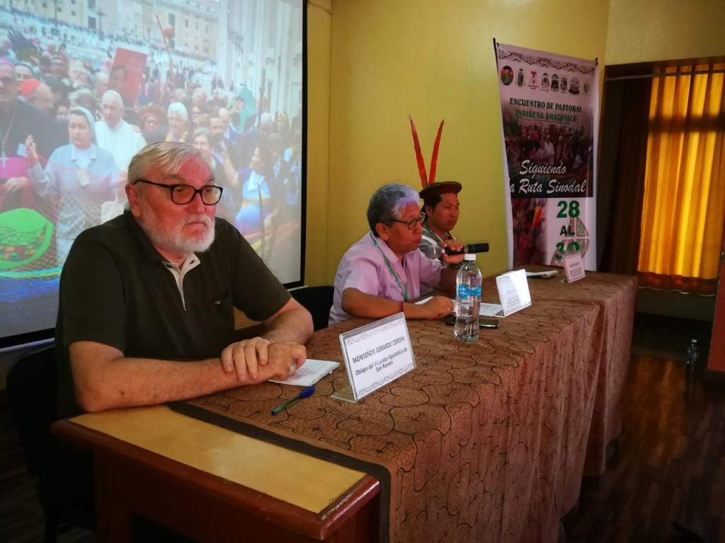 Monseñor Gerardo Zerdín, en primer término, junto a la Hna. Zully Rojas y el profesor Delio Siticonatzi. Foto: BGB