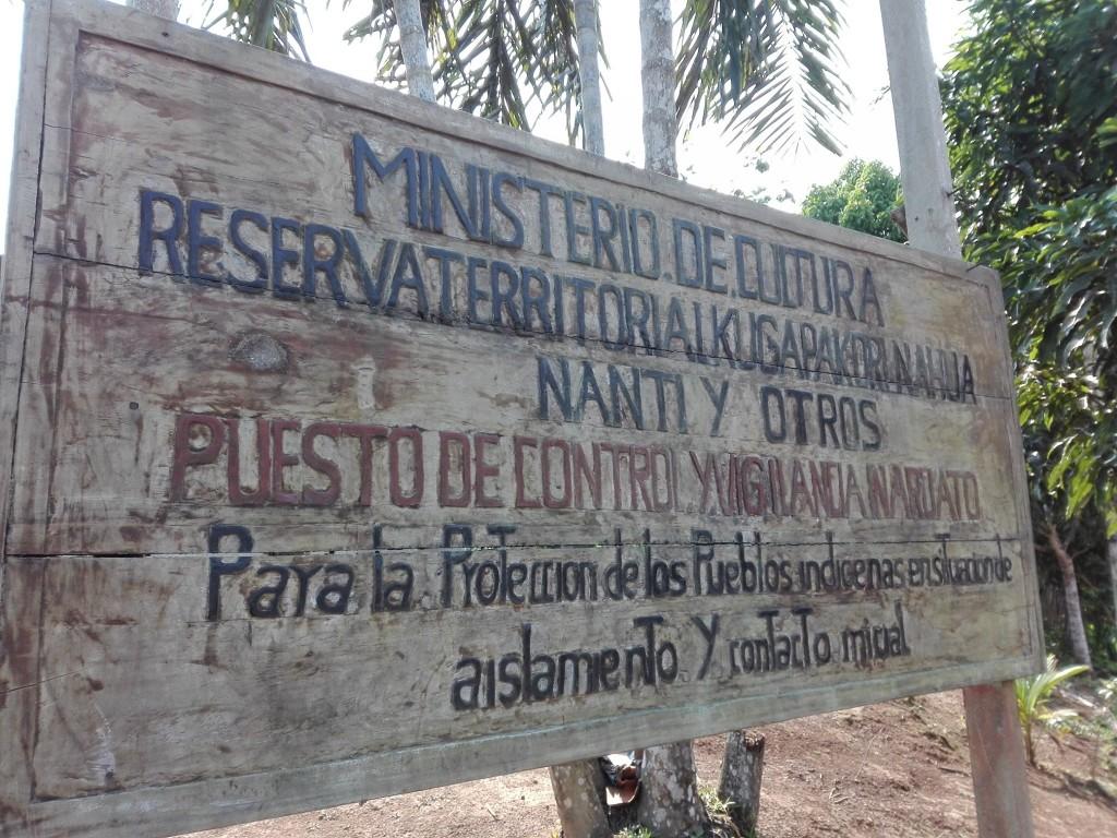 Cartel de ingreso a la Reserva Kugapakori Nahua Nanti, en la entrada del río Camisea. Foto: Archivo