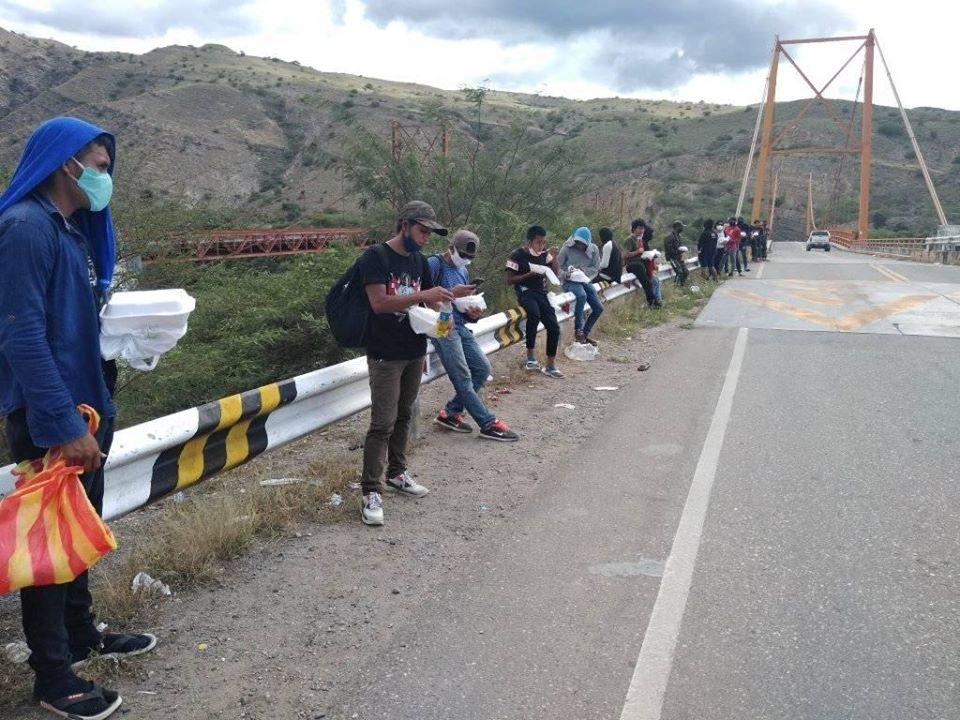 Los indígenas awajún de Condorcanqui continúan caminando entre Jaén y Bagua. Foto: Radio Marañón