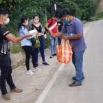 Cientos de caminantes con diferentes destinos han pasado en los últimos días por Pucará. Foto: Parroquia de Pucará