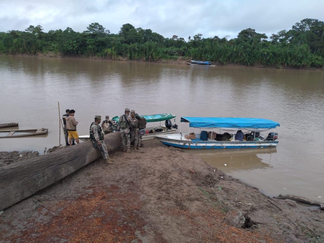 El Ejército ha puesto dos controles en el río, en las comunidades de Palestina y San Bernardo, y uno más en Puerto Esperanza. Foto: Cedida