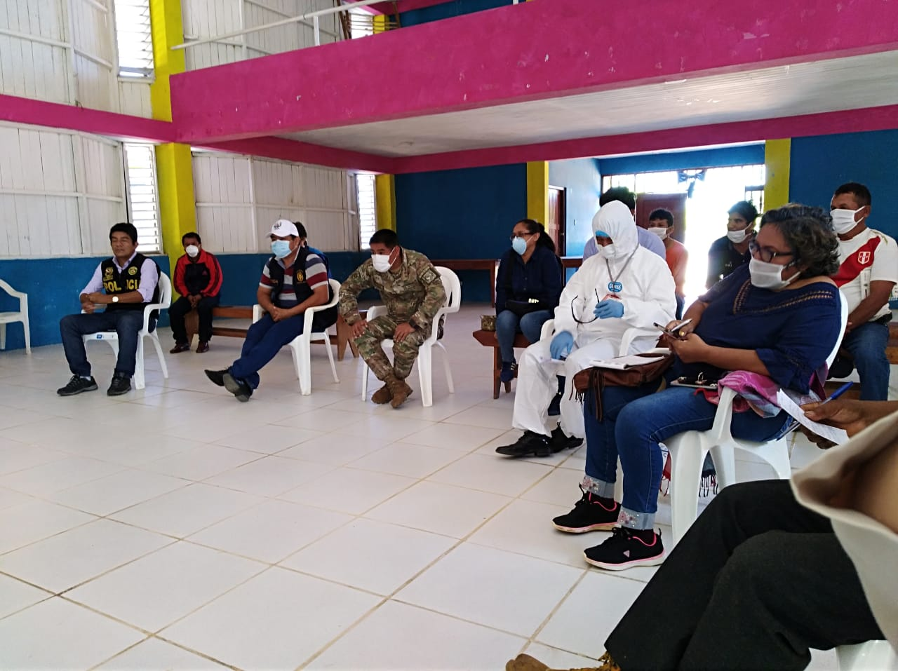 Una de las últimas reuniones de autoridades realizadas en Puerto Esperanza. Foto: Cedida