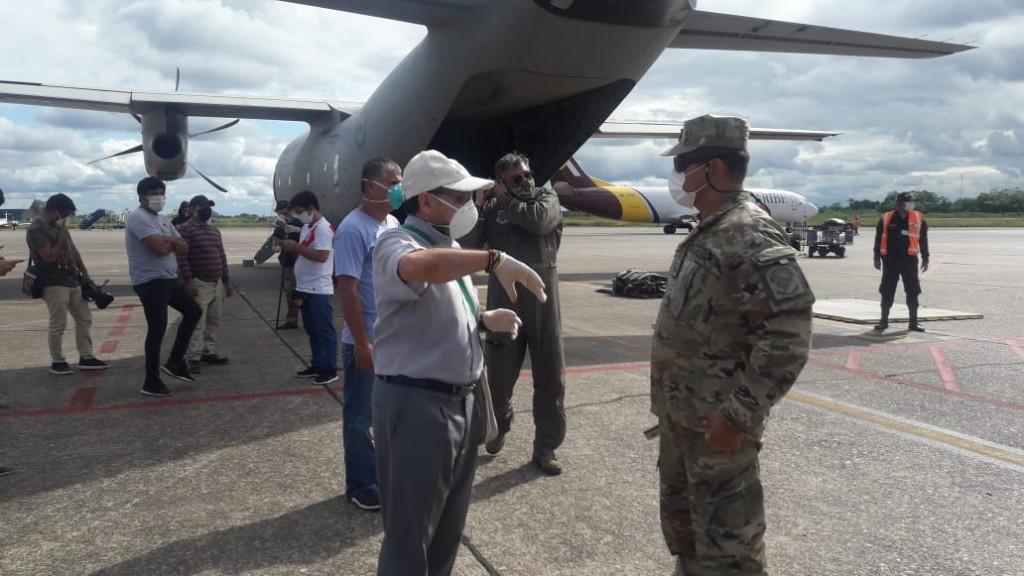 Momento en que se recepcionó en Iquitos la primera planta de oxígeno adquirida con la solidaridad de la población. Foto: LVS