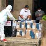 Recepción de medicinas e insumos médicos donados por el Vicariato al puesto de salud Santa Clotilde, en el río Napo. Foto: VSJA