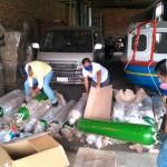 Misioneros y misioneras, recepcionando un cargamento de ayuda. Foto: Cedida