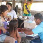 Habitantes recibiendo atención de salud de Micro Red de Yurúa. Foto: Lisseth Vega.