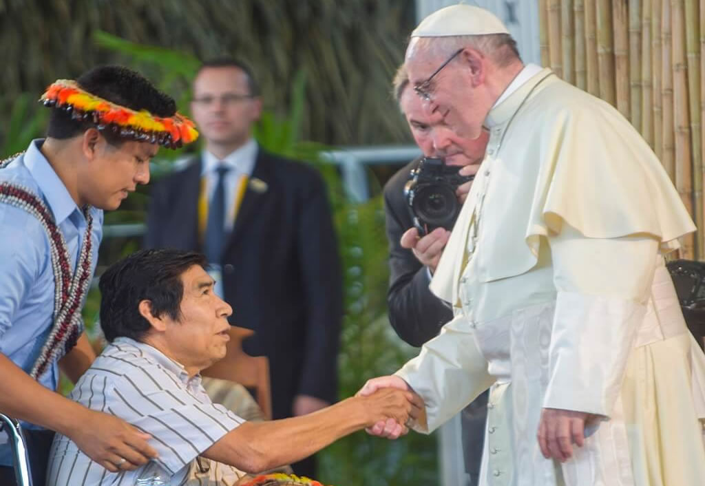 Papa Francisco con Santiago Manuin - CAAAP