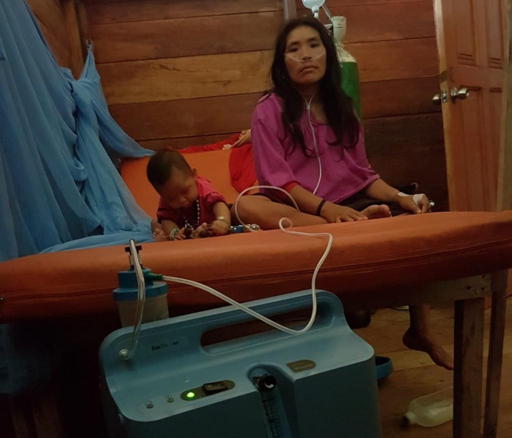 La señora estaba con 83% de saturación y logró reponerse gracias al concentrador. Foto: Clínica Tucunaré
