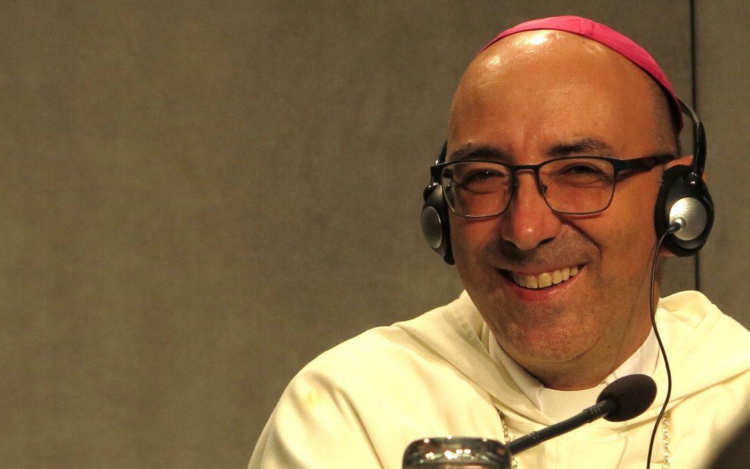 """Mons. David Martínez de Aguirre, en Roma: """"Las plumas son lo externo, miremos y descubramos su corazón"""""""