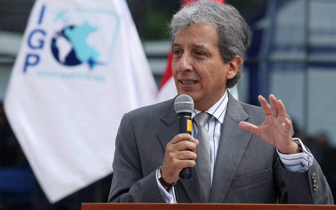 Ministro del Ambiente visita zona afectada por derrame de petróleo