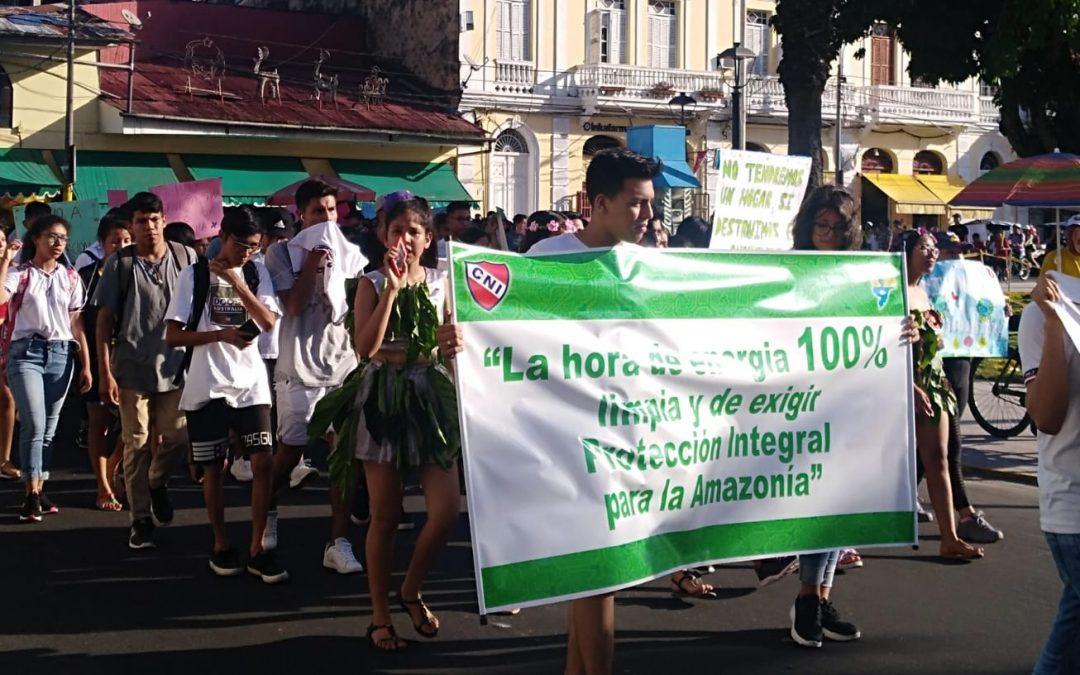Iquitos sale a la calle para pedir mayor protección para la Amazonía y energías limpias