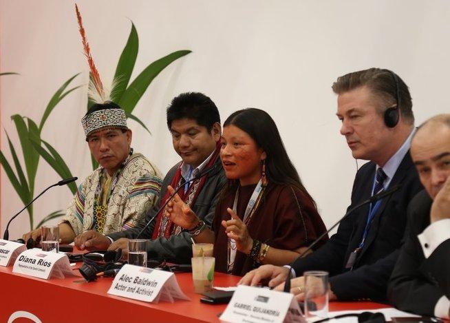 Actor Alec Baldwin comprometido con comunidades indígenas para conservar bosques del Perú