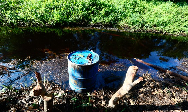 Nativos protestan por derrame de petróleo