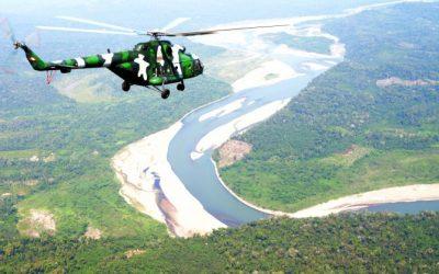 Helicóptero y tripulación retenida en comunidad afectada por derrame de petroleo fueron liberados | VIDEO