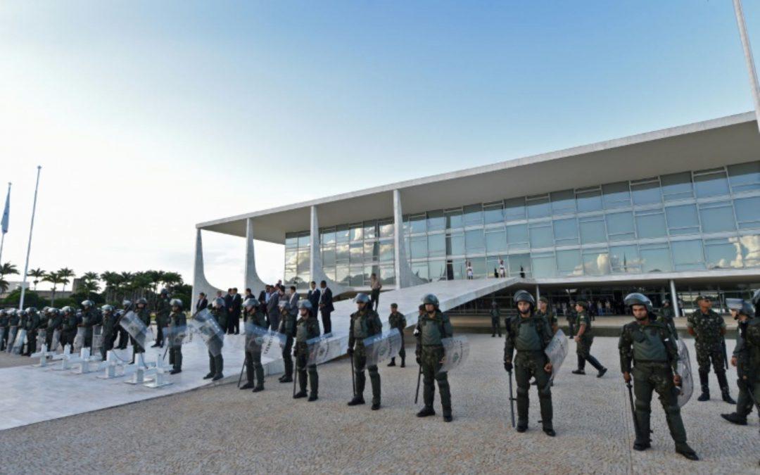 Indígenas ocupan galerías del Palacio presidencial de Brasil