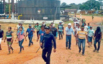 Llegan más indígenas a Andoas y ayer paralizaron otras 2 baterías petroleras