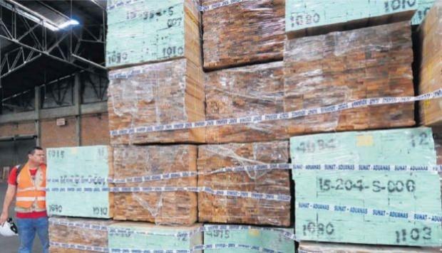 Revelan complicidad de empresarios en escándalo de madera ilegal en Perú