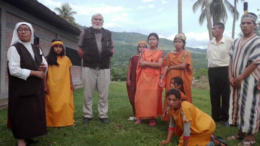 Monseñor Gerardo Zerdín convive más de 40 años con los pueblos de selva central. Foto: Cáritas