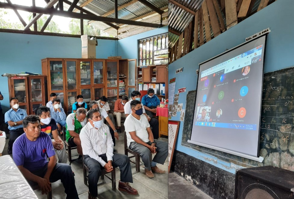 Indígenas siguen la audiencia por muertes de la Estación 6 de forma virtual en la comunidad nativa de Nazareth. Foto: CAAAP.