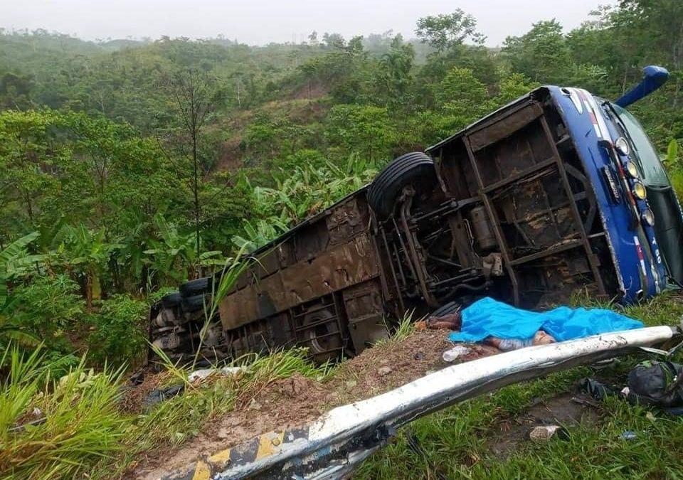 Ucayali: Accidente en la carretera Federico Basadre deja varios muertos y decenas de heridos