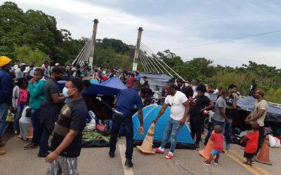 Más de 300 migrantes haitianos provenientes de Brasil siguen a la espera de ingresar a Perú