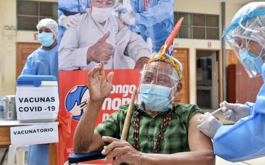 """""""Todavía no quiero morir, yo quiero luchar"""". Antonio Sueyo, octogenario harakbut de Madre de Dios, recibió la vacuna de Astrazeneca"""