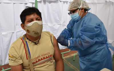 Líderes indígenas se vacunan para generar confianza en sus comunidades
