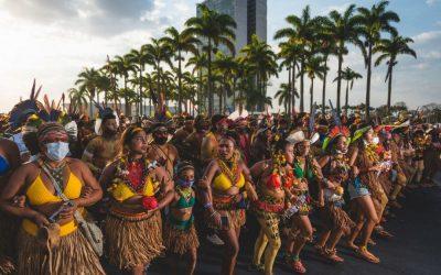 Brasil: Indígenas se movilizan en Brasilia exigiendo el respeto a sus tierras